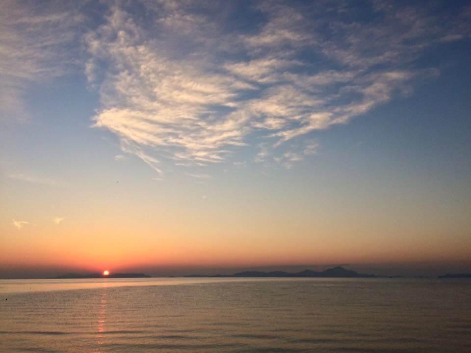 今朝も静かな夜明け 本日は月に一度の御崎マルシェの開催 寒いですが最高に綺麗な海になりそうです 暖かくしてお出かけくださいね The dawn when this morning is also quiet Holding of Misaki MARCHE by which today is once on a month It's cold, but maybe it becomes best in a clean sea. Please make it warm and go out.